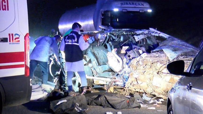 Ankara'da otomobil TIR'a çarptı: 3 ölü, 1yaralı