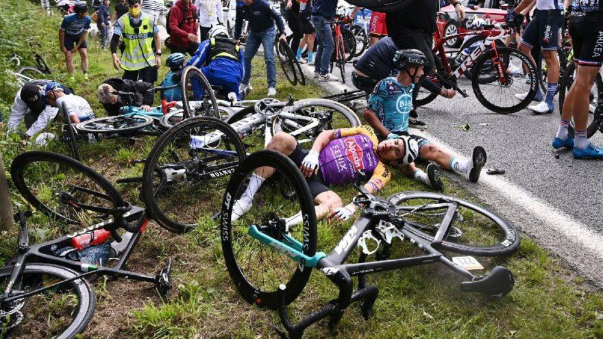 Fransa Bisiklet Turu'nda akılalmaz olay! Pankart açan seyirci…