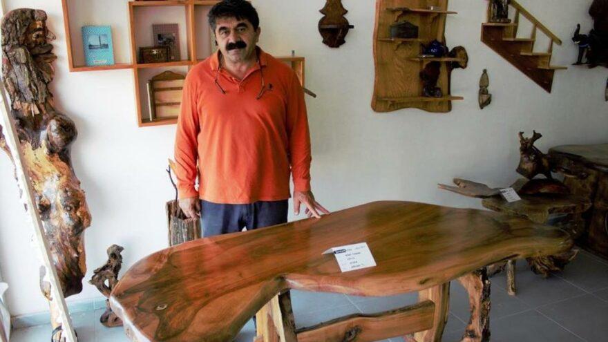 Kurt figürlü masa hem görüntüsü hem de fiyatıyla dikkat çekti