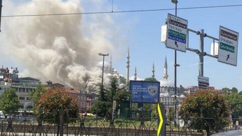 Eminönü'nde oyuncak deposunda yangın
