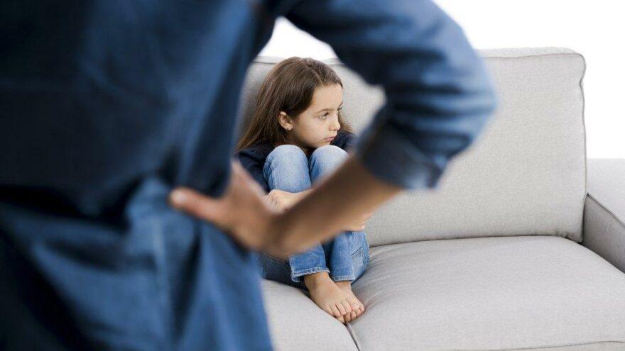Fiziksel cezalar çocukların davranışlarını daha da olumsuz etkiliyor