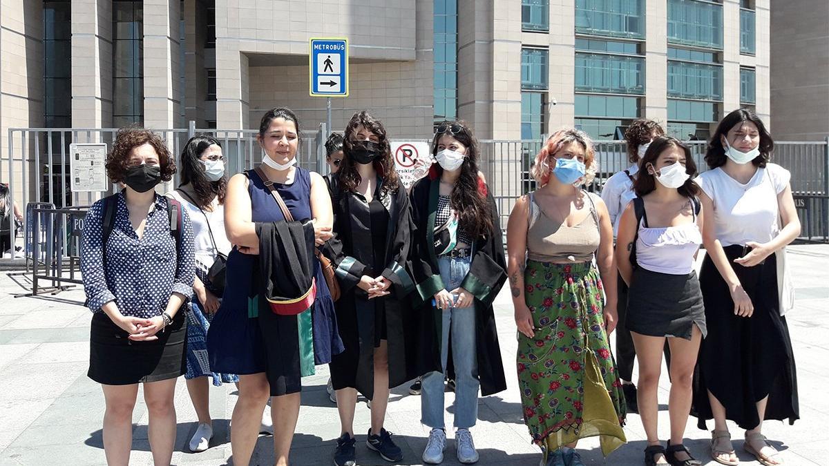 8 Mart Dünya Kadınlar Günü'nde gözaltına alınan kadınlar hakim karşısına çıktı