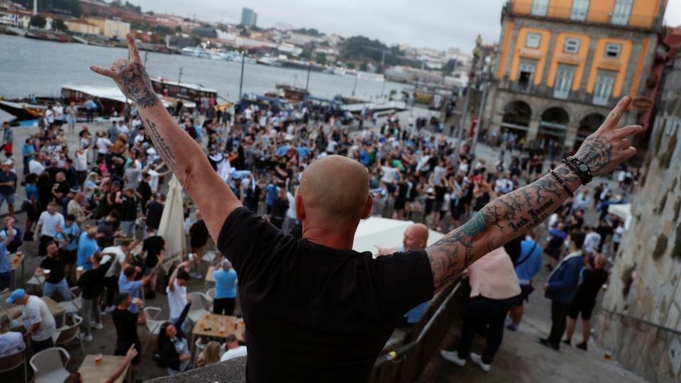 Portekiz'i İstanbul yerine Porto'ya giden İngiliz taraftarlar yaktı