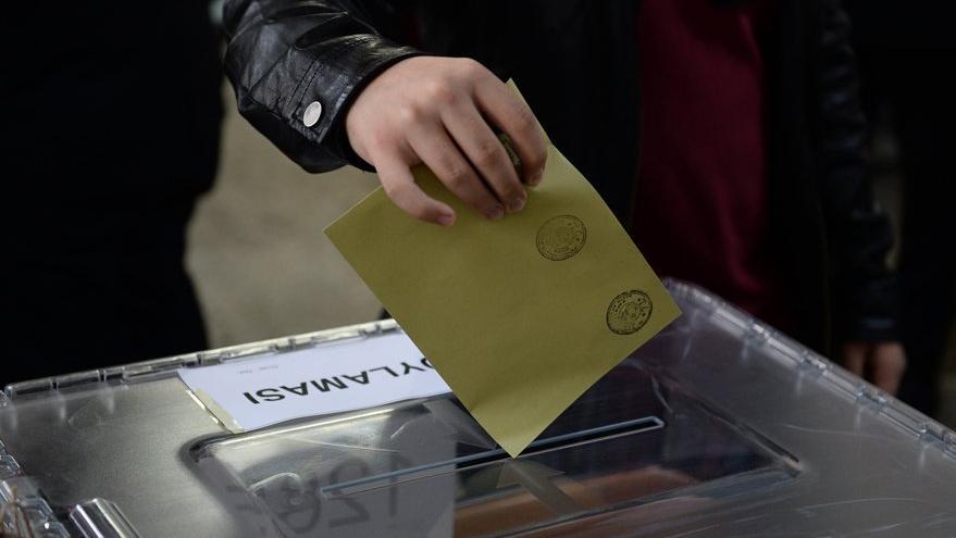 AKP'nin oy oranı % 34.3'e düştü