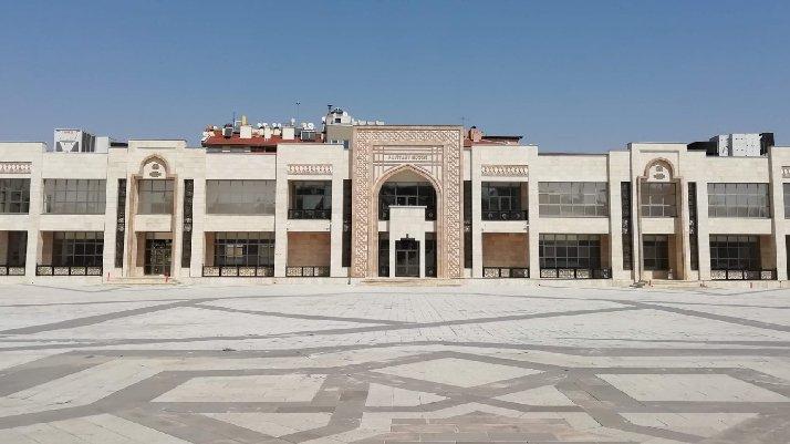 AKP'li belediyenin 11,5 milyon TL harcadığı, bina kaderine terk edildi