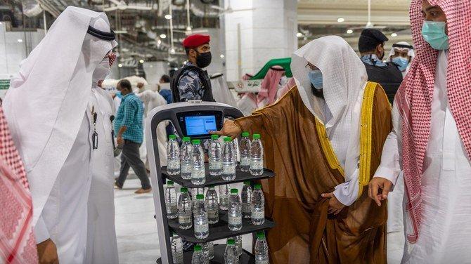 Suudi Arabistan'dan hac kararı: Zemzem şişelerini robotlar dağıtacak