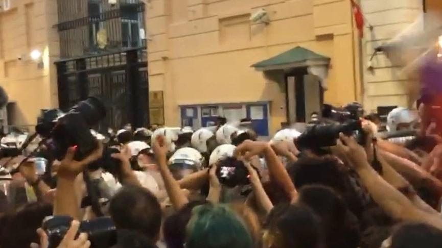 Taksim'deki İstanbul Sözleşmesi eyleminde arbede: TOMA getirildi, biber gazıyla müdahale edildi
