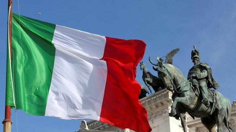 İtalya'da son 24 saatte 882 yeni vaka
