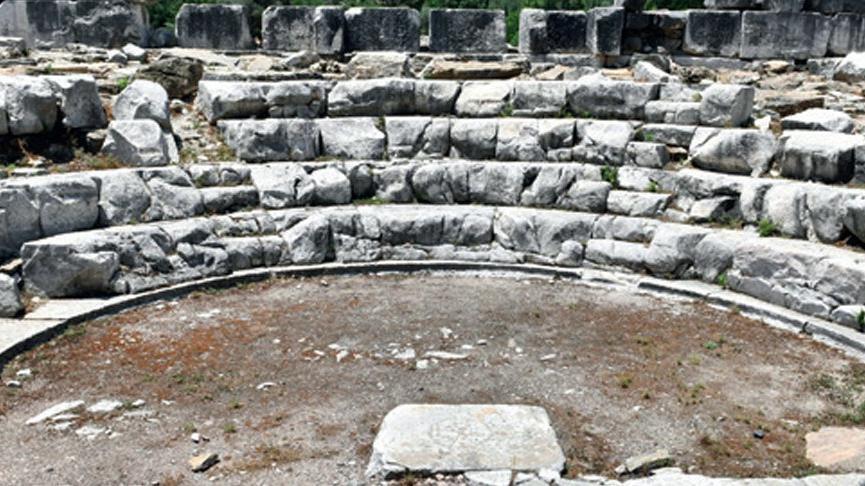 Üç dönemi bir arada yaşatan antik kent