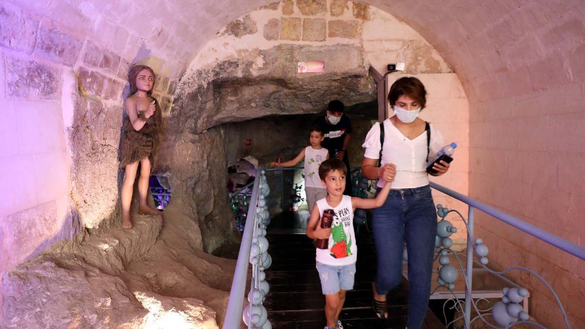 300 yıllık oyuncaklar mağarada sergileniyor