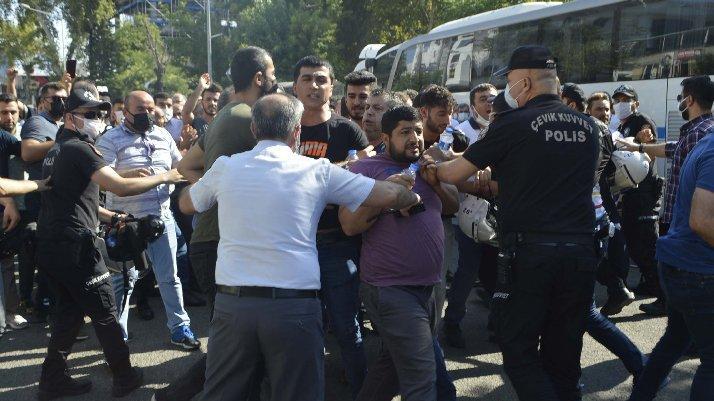 Adıyaman'da tütün satıcıları ve polis arasında arbede