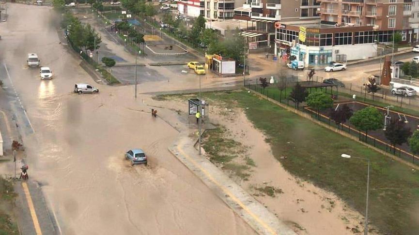 Edirne'de dolu ve sağanak! Sele kapılan 1 kişi son anda kurtarıldı