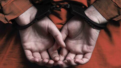 İtalya'da mahkumlara şiddet uygulayan 52 gardiyan açığa alındı
