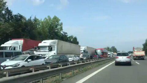 Erdoğan'ın ziyareti için durdurulan trafikte kilometrelerce kuyruk oluştu