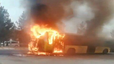 45 yolcunun bulunduğu otobüs seyir halinde alev aldı