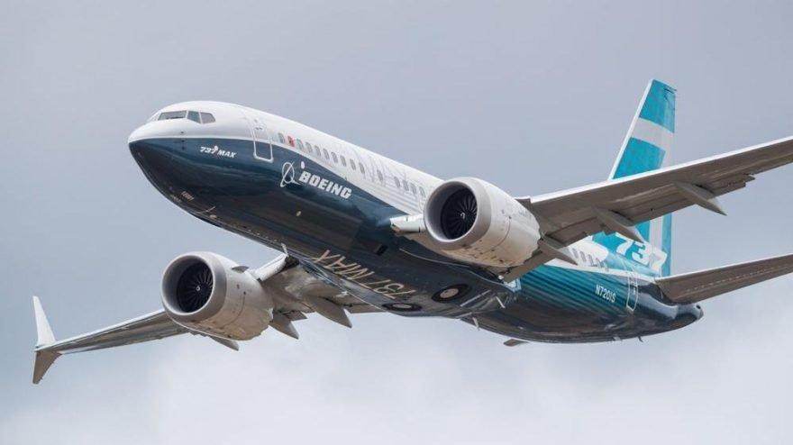Hawaii adası açıklarında Boeing 737 kargo uçağı düştü