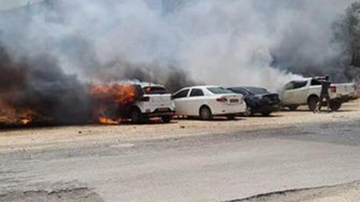 İsrail'de arazi yangını: 15 araç küle döndü