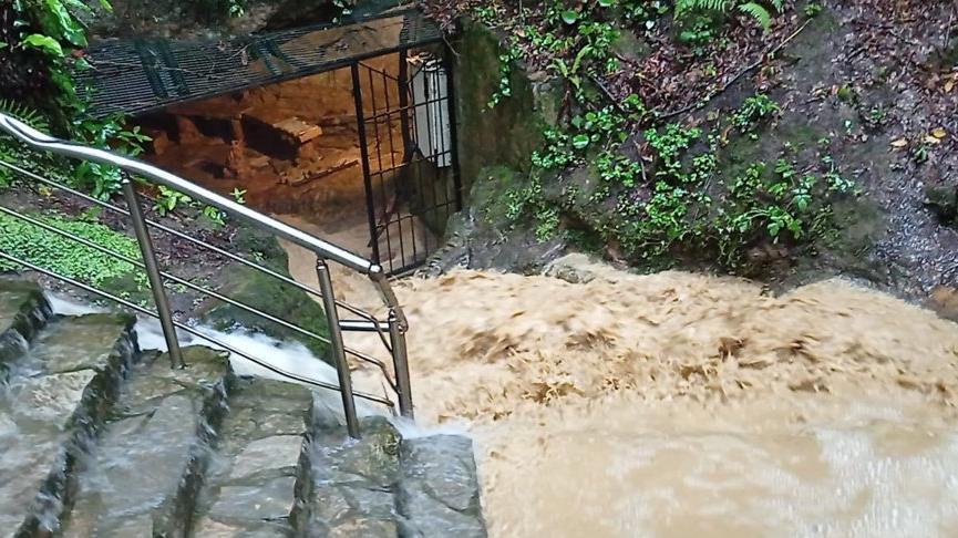 Su baskını nedeniyle mağarada mahsur kalan 7 kişi kurtarıldı