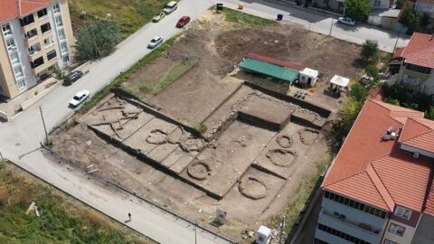 Bilecik'te 8 bin 500 yıllık 11 insan iskeleti bulundu
