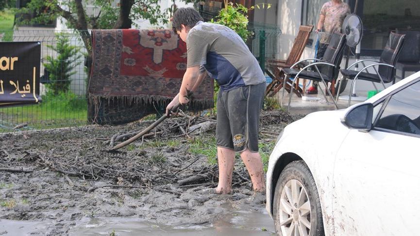 Metrekareye 40 kilogram yağış düştü! Dereler taştı, ev ve iş yerlerini su bastı