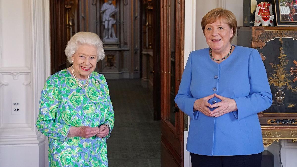 Merkel'den Kraliçe Elizabeth'e veda ziyareti