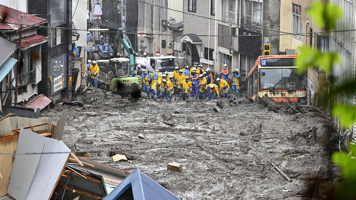 Japonya'da sel ve heyelanın bilançosu ağırlaşıyor