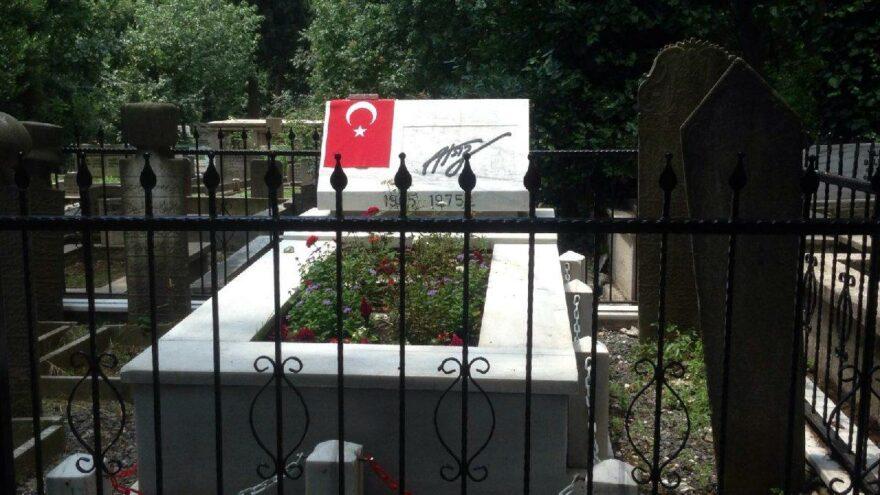 Nihal Atsız'ın mezarına zarar verildi