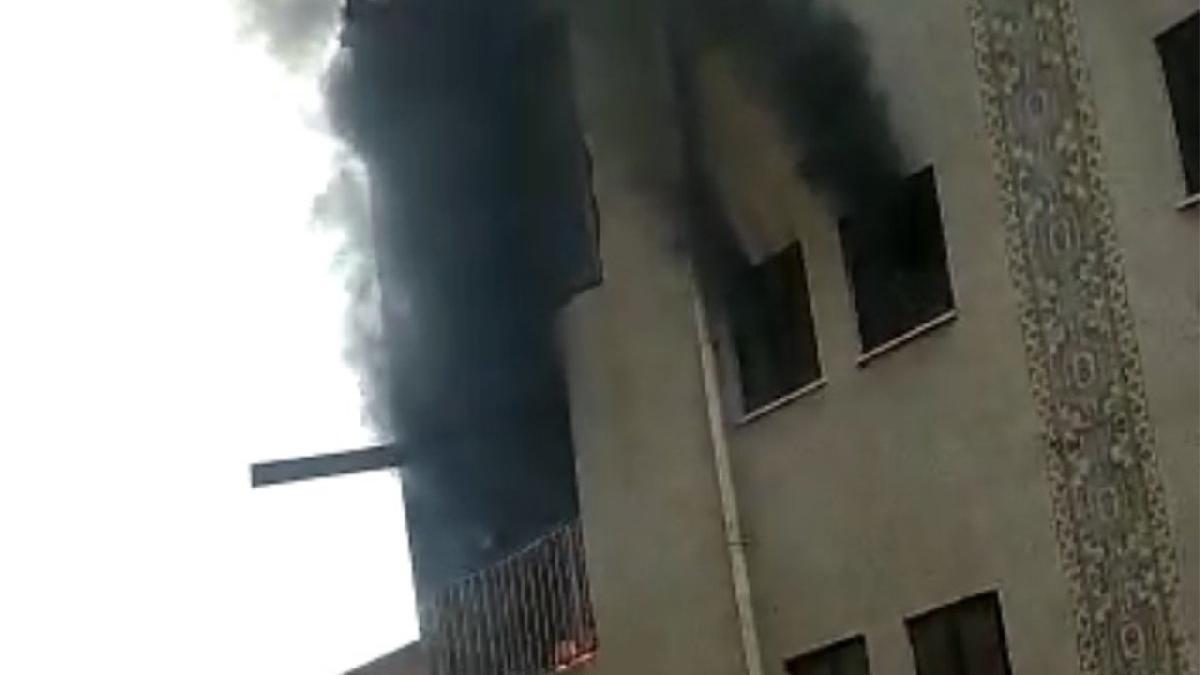 İstanbul'da korkutan yangın! İşçiler mahsur kaldı