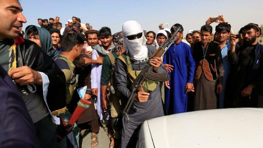 Taliban'dan kaçan Afgan askerleri Tacikistan'a sığındı
