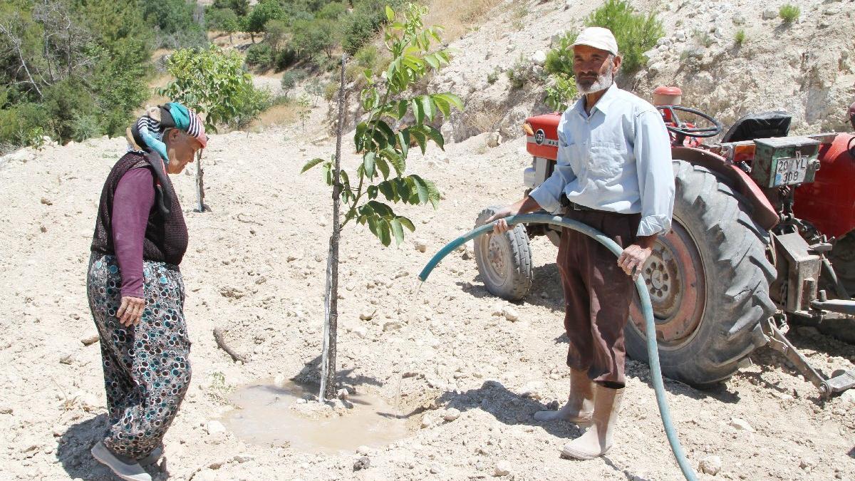 Denizli'de köylüler sularını AKP'li ismin aldığını ileri sürdü, isyan etti