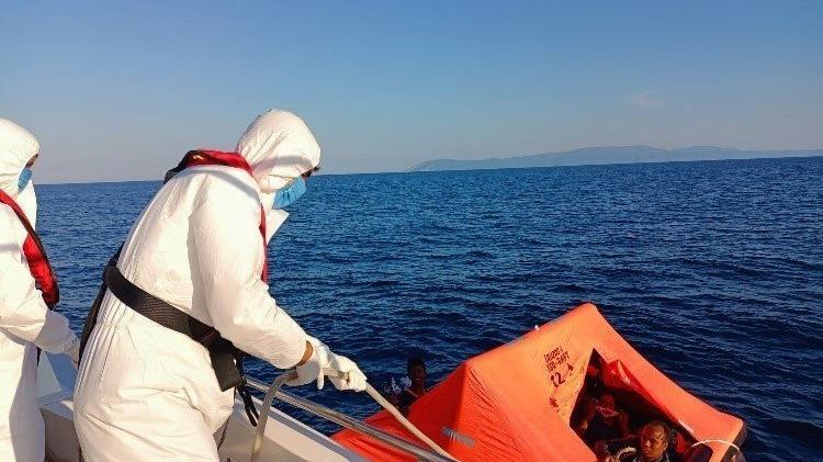 İzmir açıklarında 58 düzensiz göçmen kurtarıldı