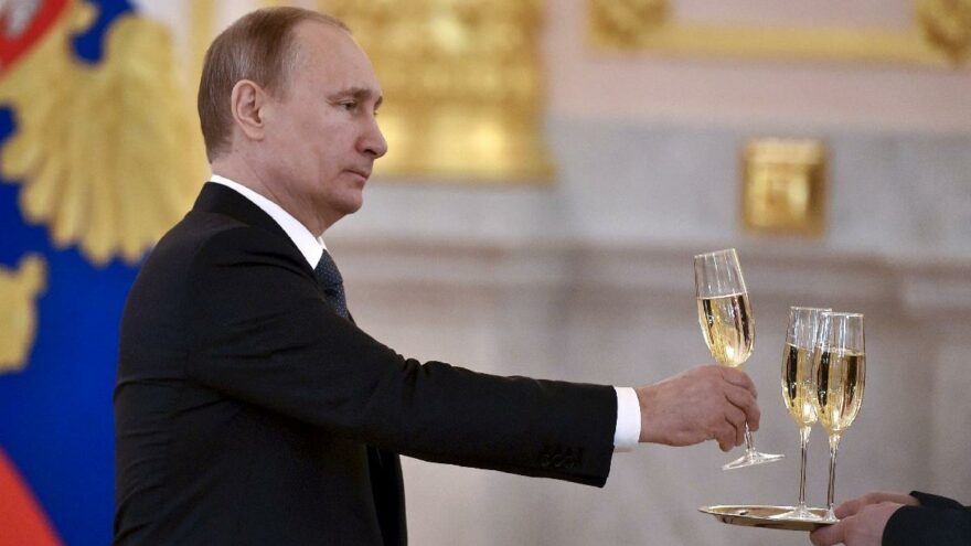 Fransa ile Rusya arasında şampanya gerilimi tırmanıyor