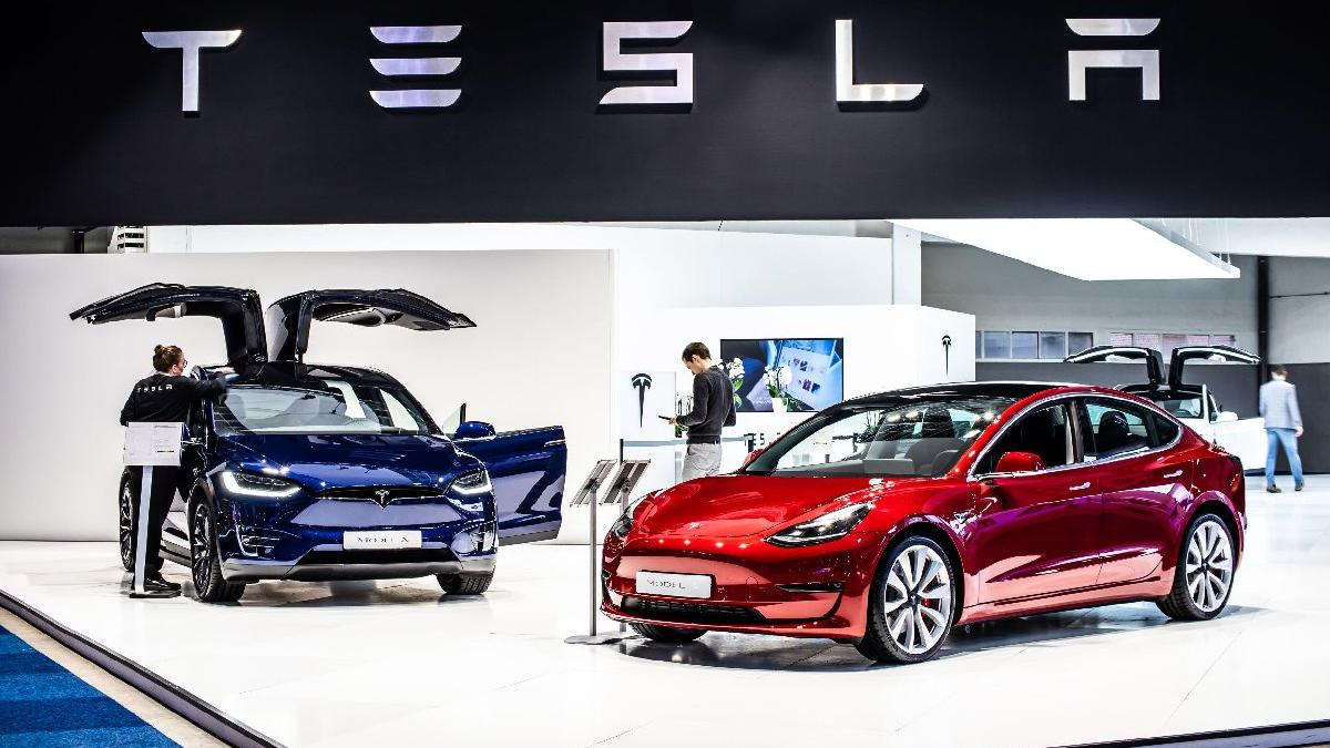 Tesla Çin'den sansür istedi