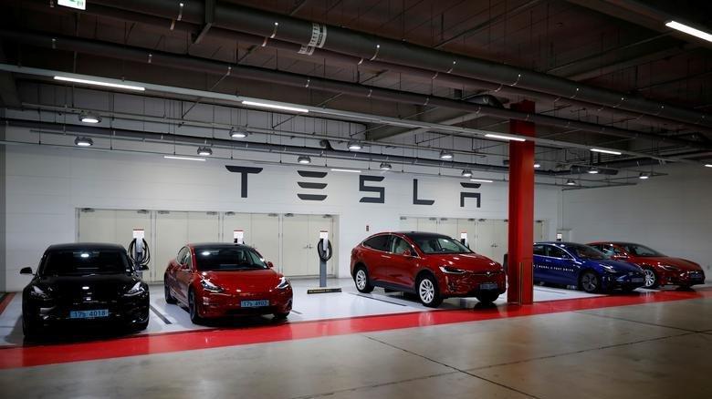 Tesla, çalışanları tarafından ırkçılıkla suçlanıyor