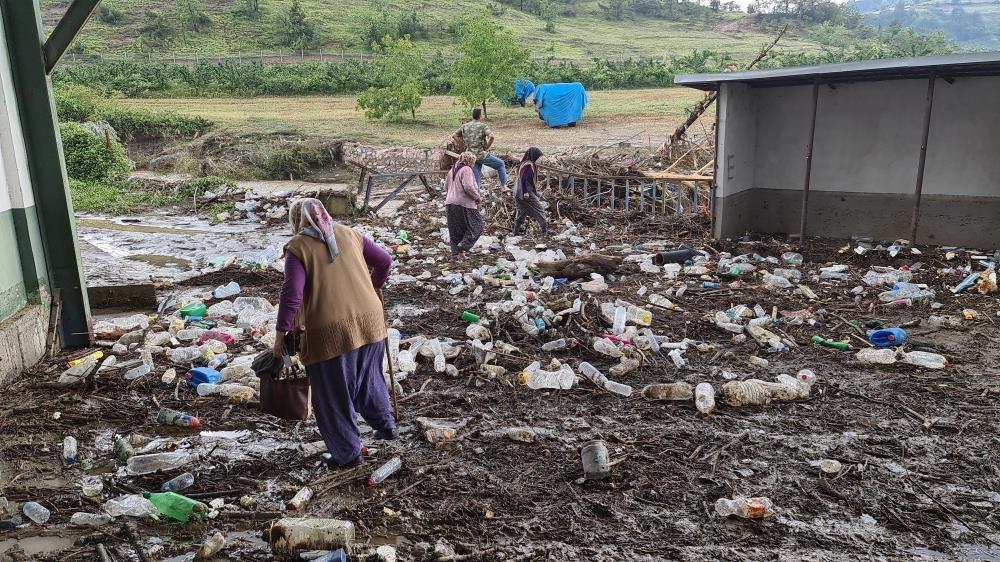 Baraj kapakları açıldı, evler sular altında kaldı