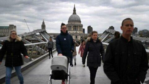 İngiltere'de günlük vaka sayısında korkutan artış