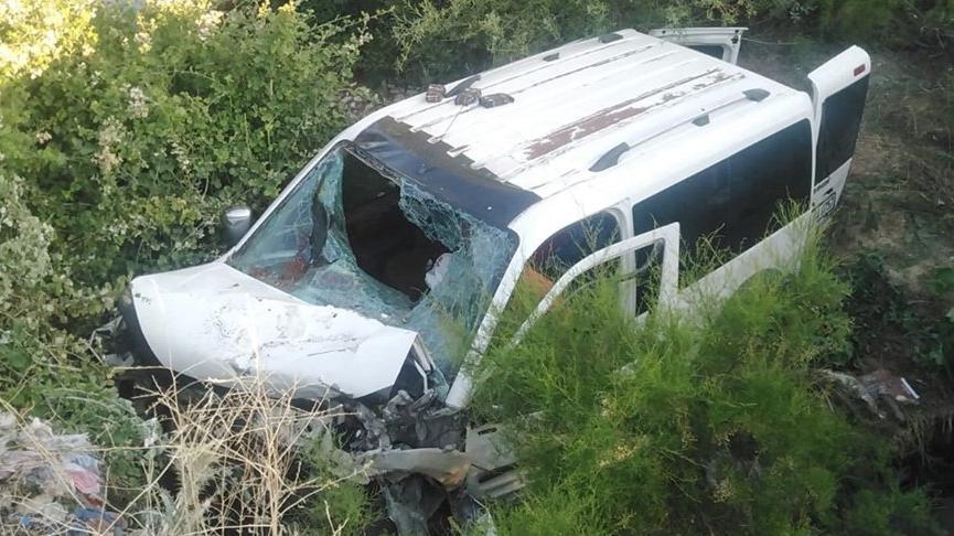 Araç dere yatağına yuvarlandı: 2 ölü, 6 yaralı