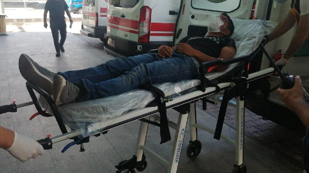 İnşaat bekçisi hırsızlık yapmaya çalışan 2 kişiyi hastanelik etti