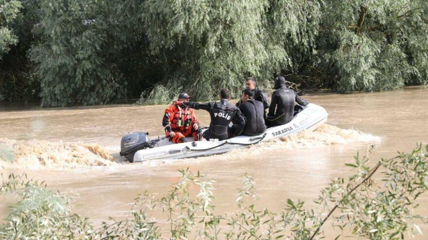 Arkadaşlarından helallik isteyerek girdiği nehirde kaybolan genç bulundu