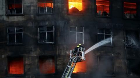 Ülke şokta! Fabrika yangınında 52 kişi öldü
