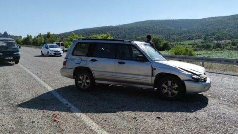 Takla atan otomobildeki baba-oğul yaralandı