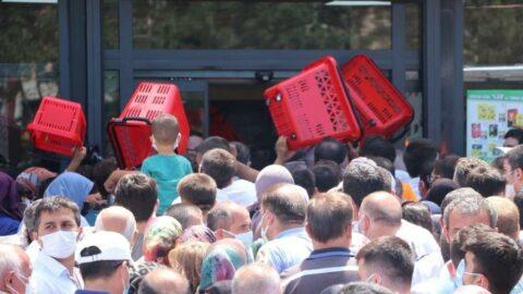 Market indirimini duyan vatandaşlar birbirlerini ezdi