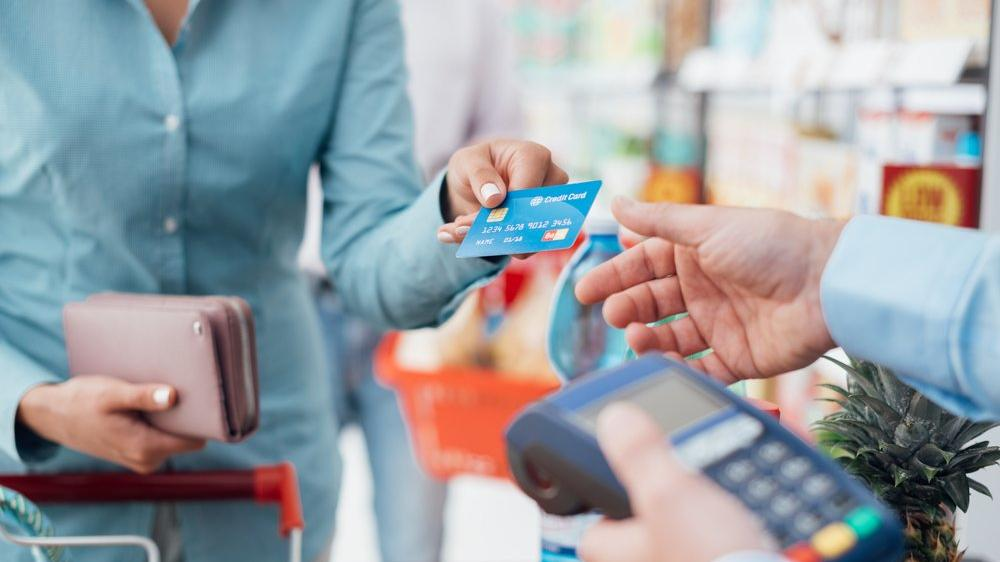 Açılma ve zamlarla birlikte kartlı harcamalar rekor kırdı