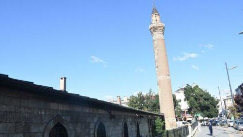 Tarihi Ulu Cami'nin eğik minaresinin zemini sağlam çıktı