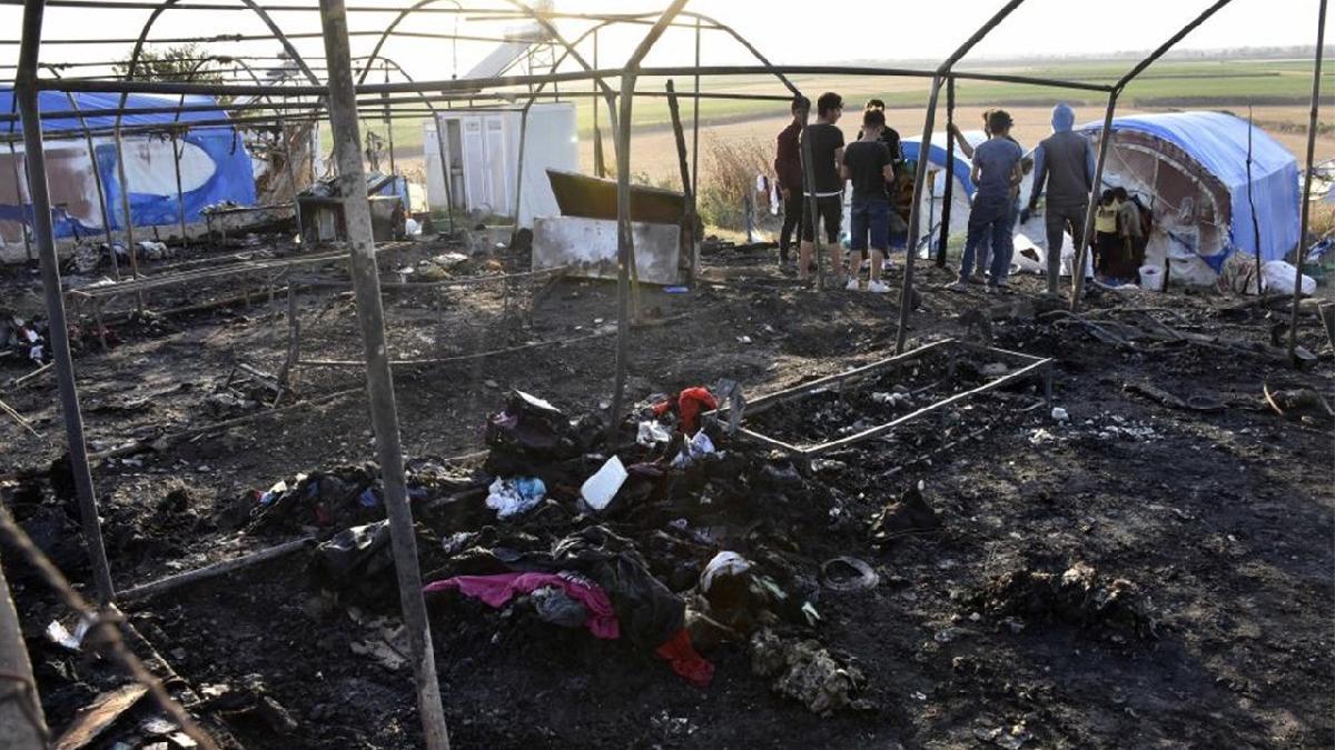 Mevsimlik işçilerin kaldığı 8 çadır yandı