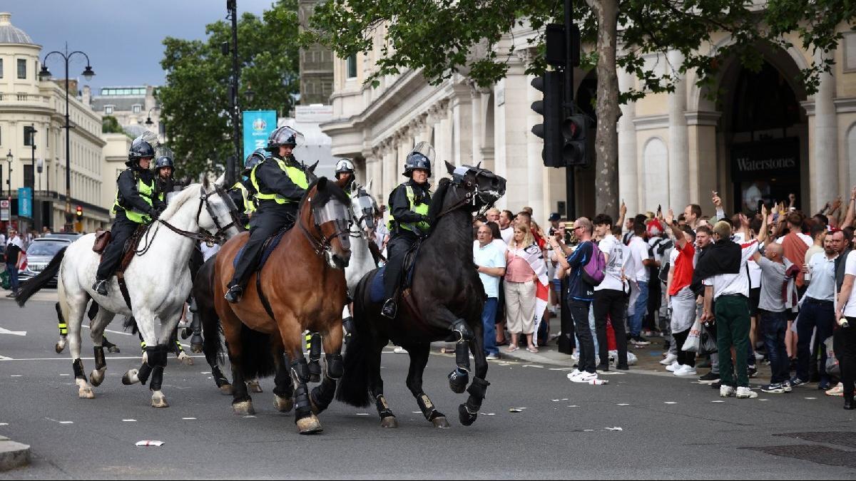 İngiliz taraftarlar EURO 2020 finali öncesi sokakları karıştırdı