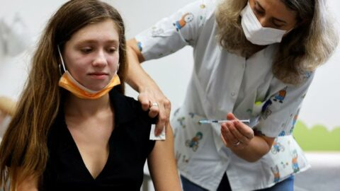 İsrail'den çarpıcı karar: Üçüncü doz BioNTech aşısına onay çıktı