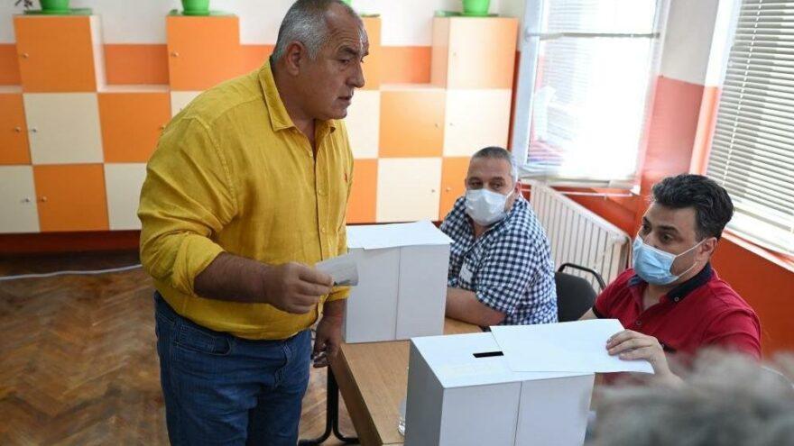 Bulgaristan'da Borisov'un partisi GERB az farkla önde