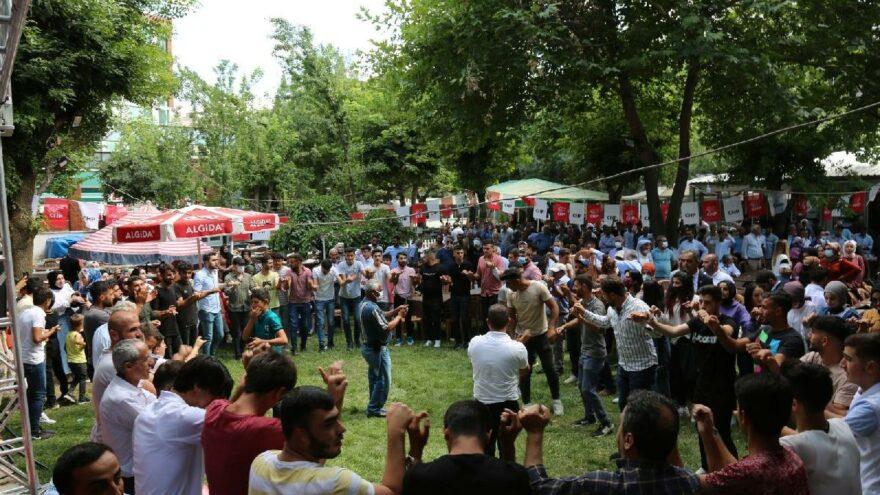 AKP milletvekili aday adayı 2 bin 500 kişiyle birlikte CHP'ye geçti