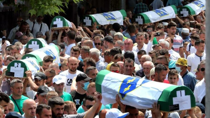 Srebrenitsa soykırımının 19 kurbanı daha toprağa verildi